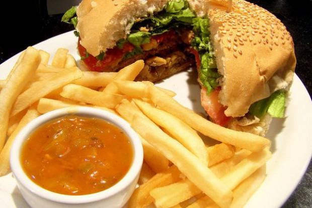 Hamburger tak, ale z pigułką