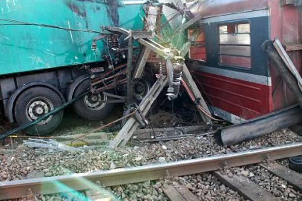 Śląskie: pierwsza w Polsce symulacja zderzenia pociągu z autobusem