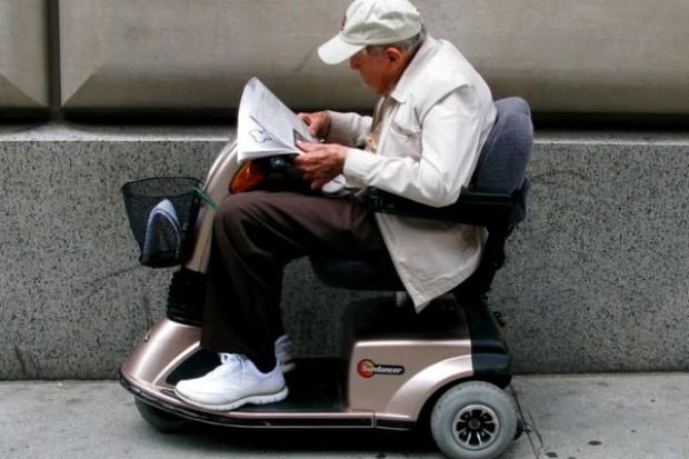 Domowa opieka po operacji zwiększa szanse seniorów na przeżycie