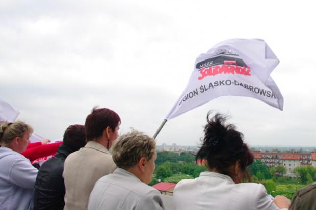 Dąbrowa Górnicza: salowe zeszły z dachu - okupują magistrat i zapowiadają głodówkę