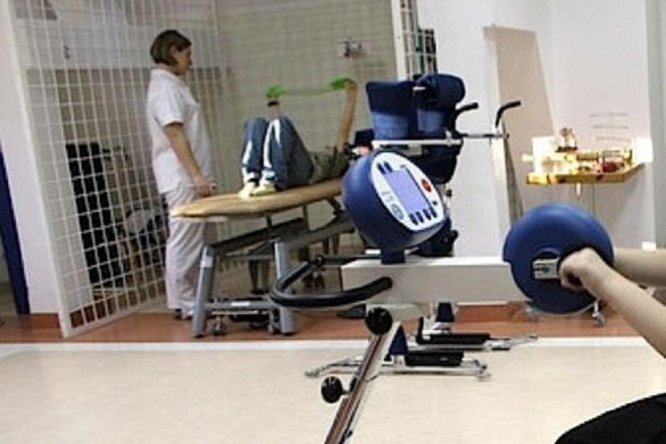 Kalisz: trwa protest fizjoterapeutów i diagnostów medycznych