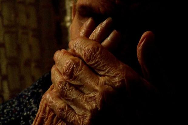 Cierpiący na chorobę Alzhaimera i ich bliscy wymagają wsparcia