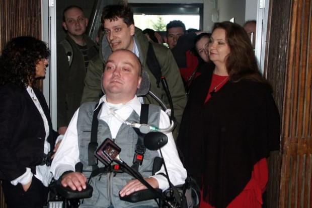 Sandomierz: rodzina niepełnosprawnych powodzian dostała mieszkanie