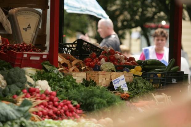Badania w USA: płacący gotówką kupują zdrowszą żywność...