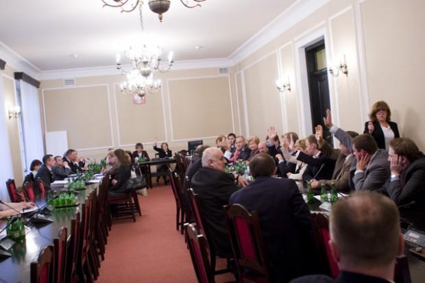 Sejm: komisja zajmie się projektami dotyczącymi klauzuli sumienia