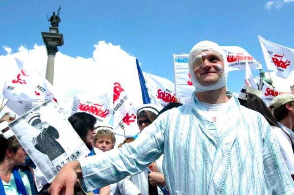 Białystok: pikieta pracowników szpitala w Grajewie