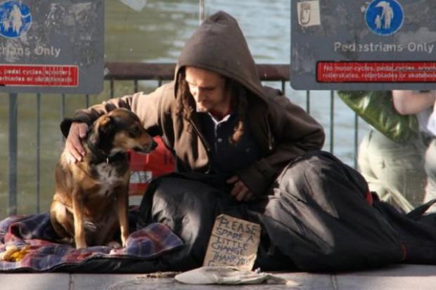 Legnica: szpital ubiera najbiedniejszych pacjentów
