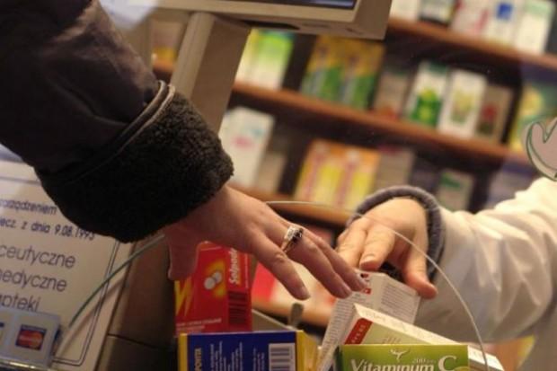 CBOS: 80 proc. dorosłych Polaków zażywa leki dostępne bez recepty