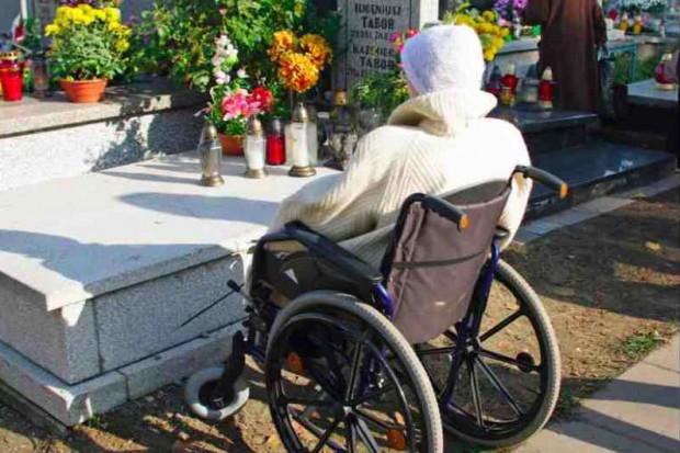 Śląskie: na cmentarzach kwestują na rzecz hospicjów