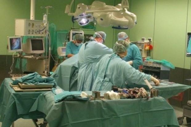 Łódź: poparzony chłopiec przeszedł operację przeszczepu skóry na rękach