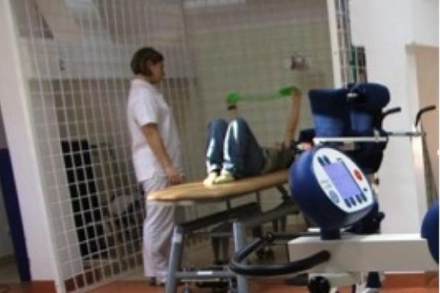 Legnica: Fundacja pomaga w rehabilitacji pobitego chłopca