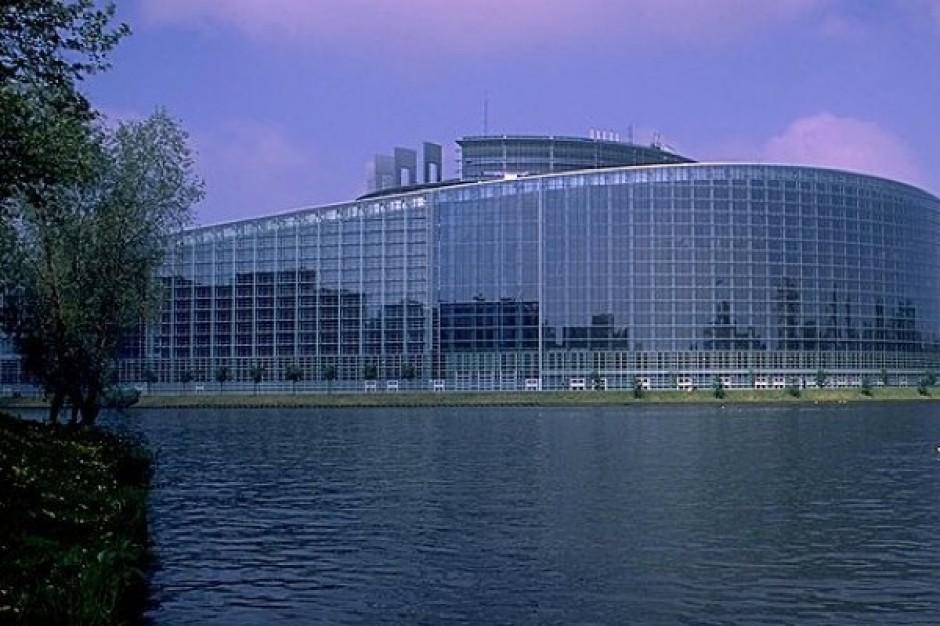 Parlament Europejski o lekach: więcej informacji, mniej reklamy