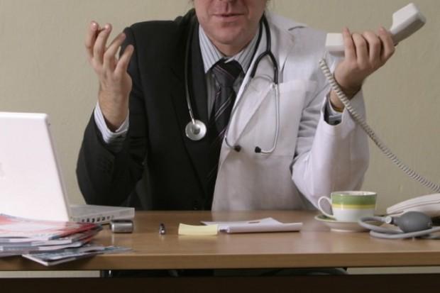 Z garnituru w lekarski fartuch z marszu i po... problemie?
