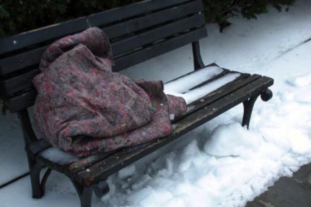 Warszawa: coraz więcej bezdomnych w szpitalach