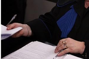 Prokuratura okarża lekarkę: lekko zraniła noworodka podczas porodu