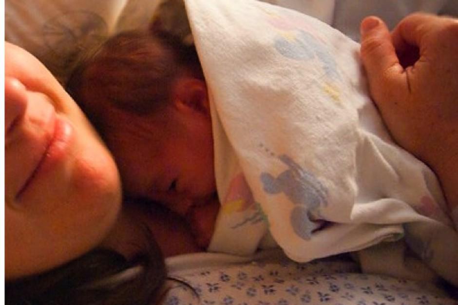Dotyk matki pomaga noworodkom, gdy przychodzą na świat za wcześnie