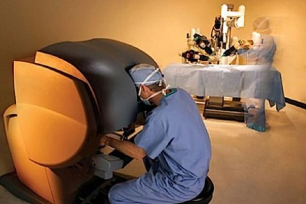 Wrocław: zakończyła się operacja z wykorzystaniem robota da Vinci, trwa druga