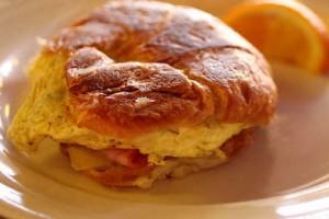 Naukowcy: duże śniadanie nie pomaga schudnąć