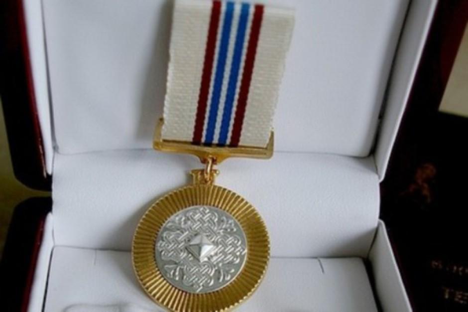 Warszawa: Medal Honoru dla dyrektora Centrum Zdrowia Dziecka