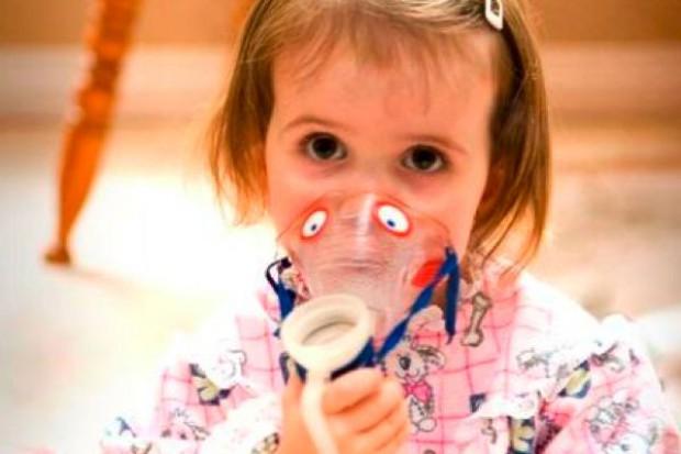 Rodzice i lekarze: mukowiscydoza, to choroba rzadka, która dotyka całej rodziny