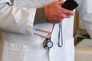 Specjalistów brak, a ci grzęzną w papierach, bo nie mają sekretarek medycznych