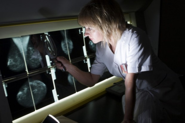Liczne porody i otyłość zwiększają ryzyko groźnego raka piersi