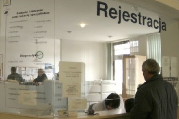 Kraków: call center i internet mają rozwiązać problemy z rejestracją