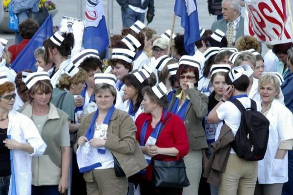 Grupa pielęgniarek pozostała na noc w gmachu Sejmu