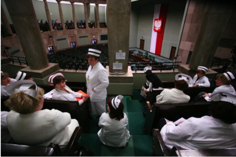 Sejm: pielęgniarki rozpoczęły protest głodowy