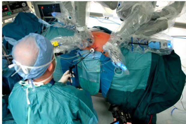 Wrocław: robot da Vinci pomógł wszczepić protezę aortalno-udową