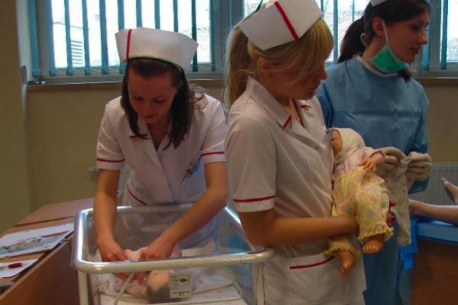 Płock: w tej pracowni studenci nauczą się odbierać porody