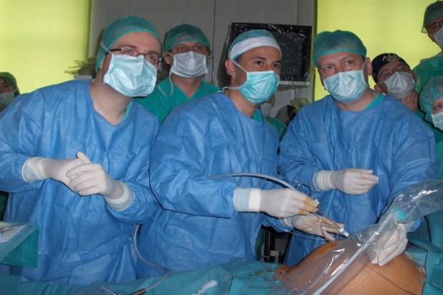 Warszawa: leczą ciężki zespół przetoczenia między bliźniętami