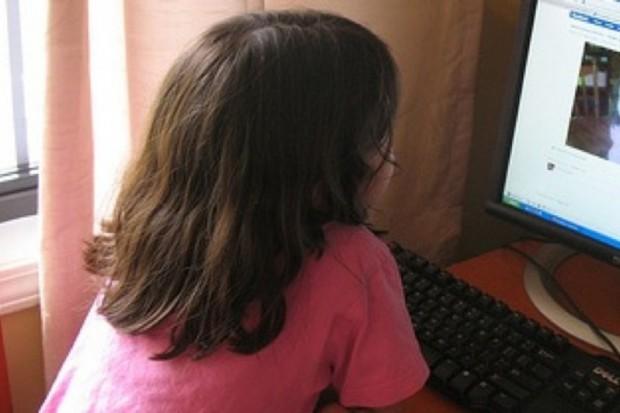 Światowy Dzień Wiedzy na Temat Autyzmu na niebiesko