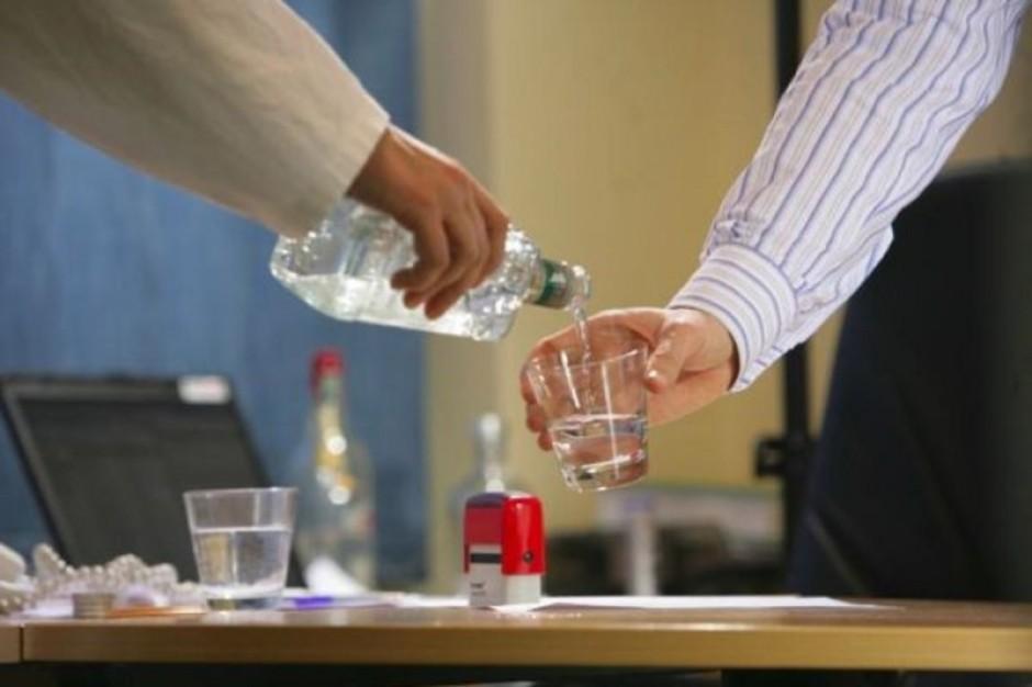 Senatorowie chcą całkowitego zakazu sprzedaży i spożywania alkoholu w ZOZ-ach