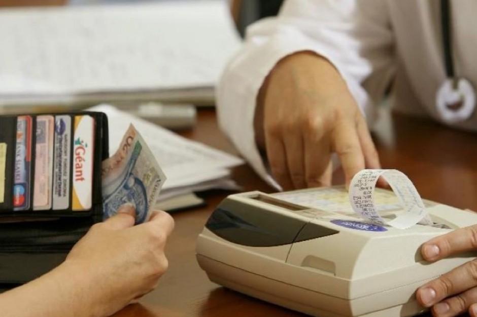 Obowiązek posiadania kasy fiskalnej obejmie co 10 lekarza?