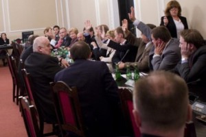Sejm: komisja poparła większość poprawek Senatu do ustaw zdrowotnych