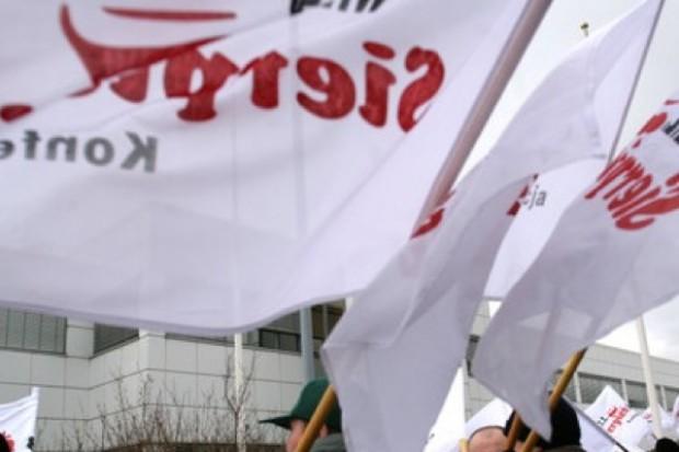 Opolskie: protest pod siedzibą NFZ przeciwko prywatyzacji ratownictwa
