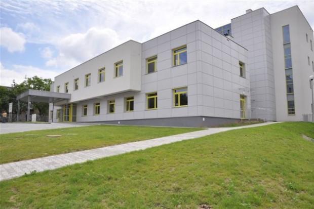 Kandydat PiS na prezydenta Radomia krytykuje samorząd za brak chirurgów