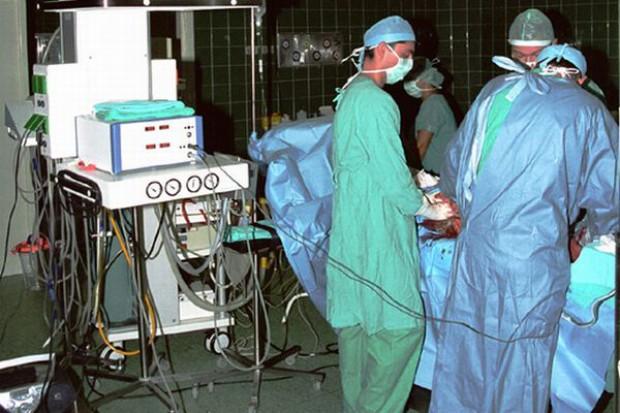 Krosno: sufit spadł na pacjentkę, szpital ograniczył przyjęcia