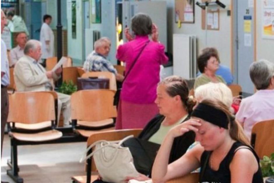 W prywatnych lecznicach pacjenci też czekają w kolejkach