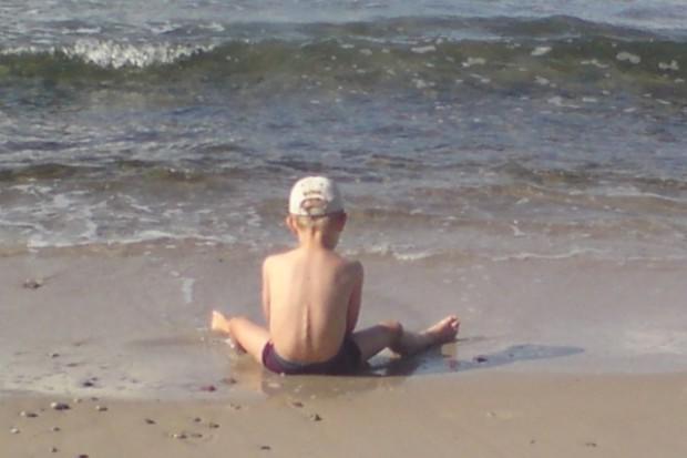Przed wyjazdem w tropiki trzeba pomyśleć o bezpieczeństwie dzieci