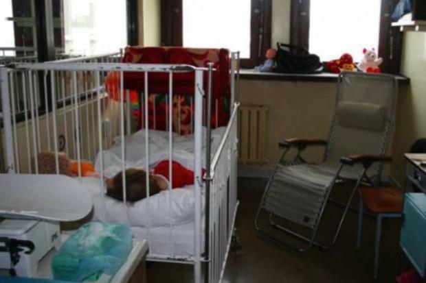 Opole: rodzice oburzeni opłatami za leżanki szpitalne