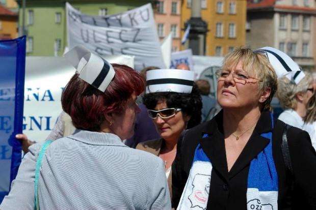 Sejm: pielęgniarki i położne będą chronione jak funkcjonariusze publiczni