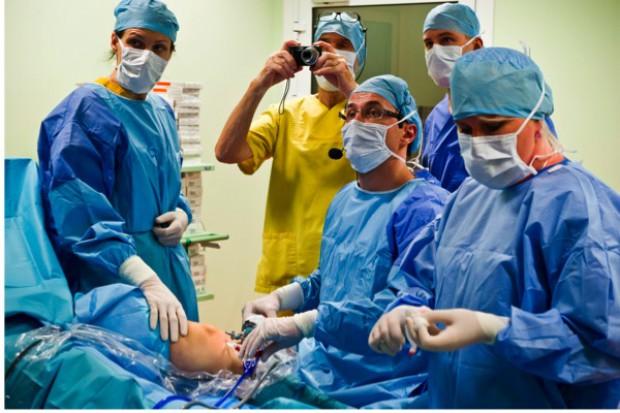Poznań: nasi ortopedzi uczą zagranicznych specjalistów jak leczyć łąkotki