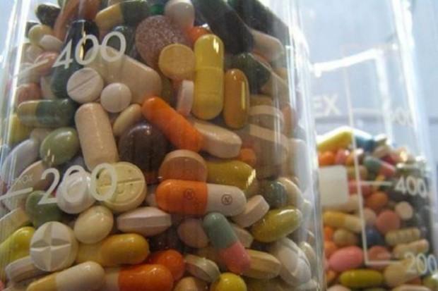Śląskie: nielegalnie sprzedawał suplementy diety