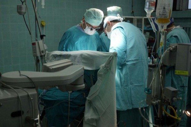 Rezydentom na chirurgii coraz trudniej się szkolić