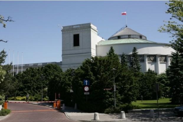 Sejm za poprawką Senatu do noweli ustaw o RU i RPP