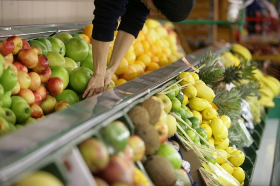 Coraz więcej dzieci je owoce w szkole