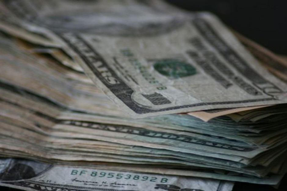 Naukowcy: pieniądze szczęścia nie dają?
