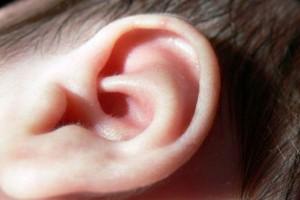 Wszczepienie implantu dziecku z wadą słuchu nie rozwiązuje problemu?